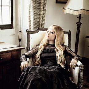"""Avril Lavigne participa de """"What Child Is This?"""", nova canção do produtor Tommee Profitt"""